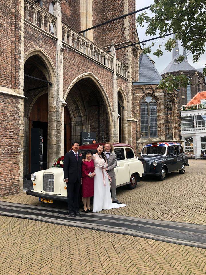 Trouwauto's Delft bij de Nieuwe Kerk