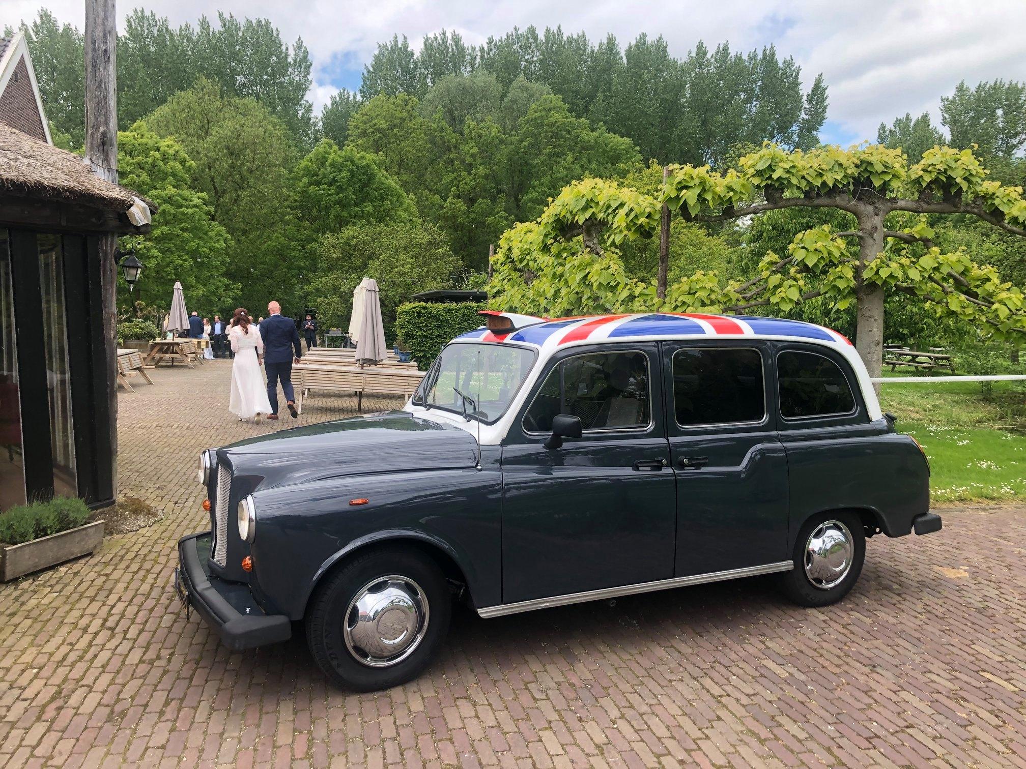 Donkergrijze Engelse Taxi Gouda